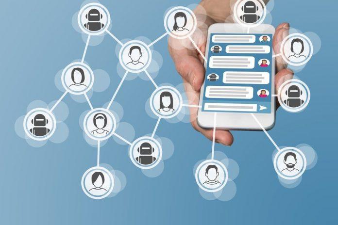 Inizia l'età dei chatbot: entro il 2019 li userà il 40% delle aziende