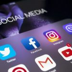 Boom di acquisti su social media, ma resta la paura