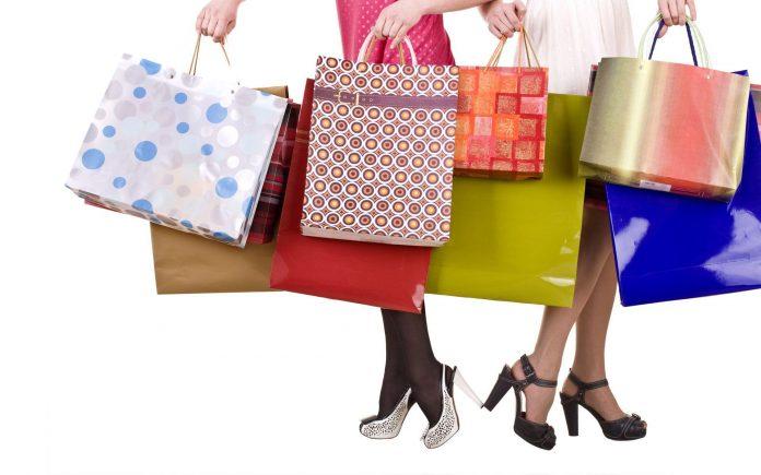 shopping Saldi invernali, boom di ricerche online: le più diffuse