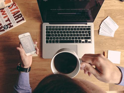 Hosting Solutions assiste le aziende nel lavoro a distanza
